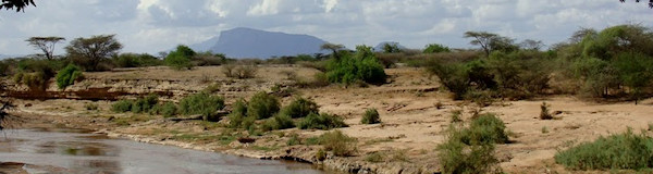 Shaba Nationaal reservaat panorama over de ewaso ngiro in Kenia