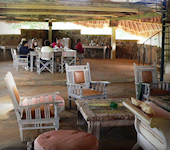 OnsKenia, Ithumba Camp Lounge in Tsavo Oost in Kenia