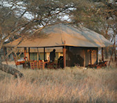 Accommodatie Serengeti Kati Kati Camp centrale mess-tent met restaurant en bar gelegenheid, Serengeti Nationaal Park Tanzania